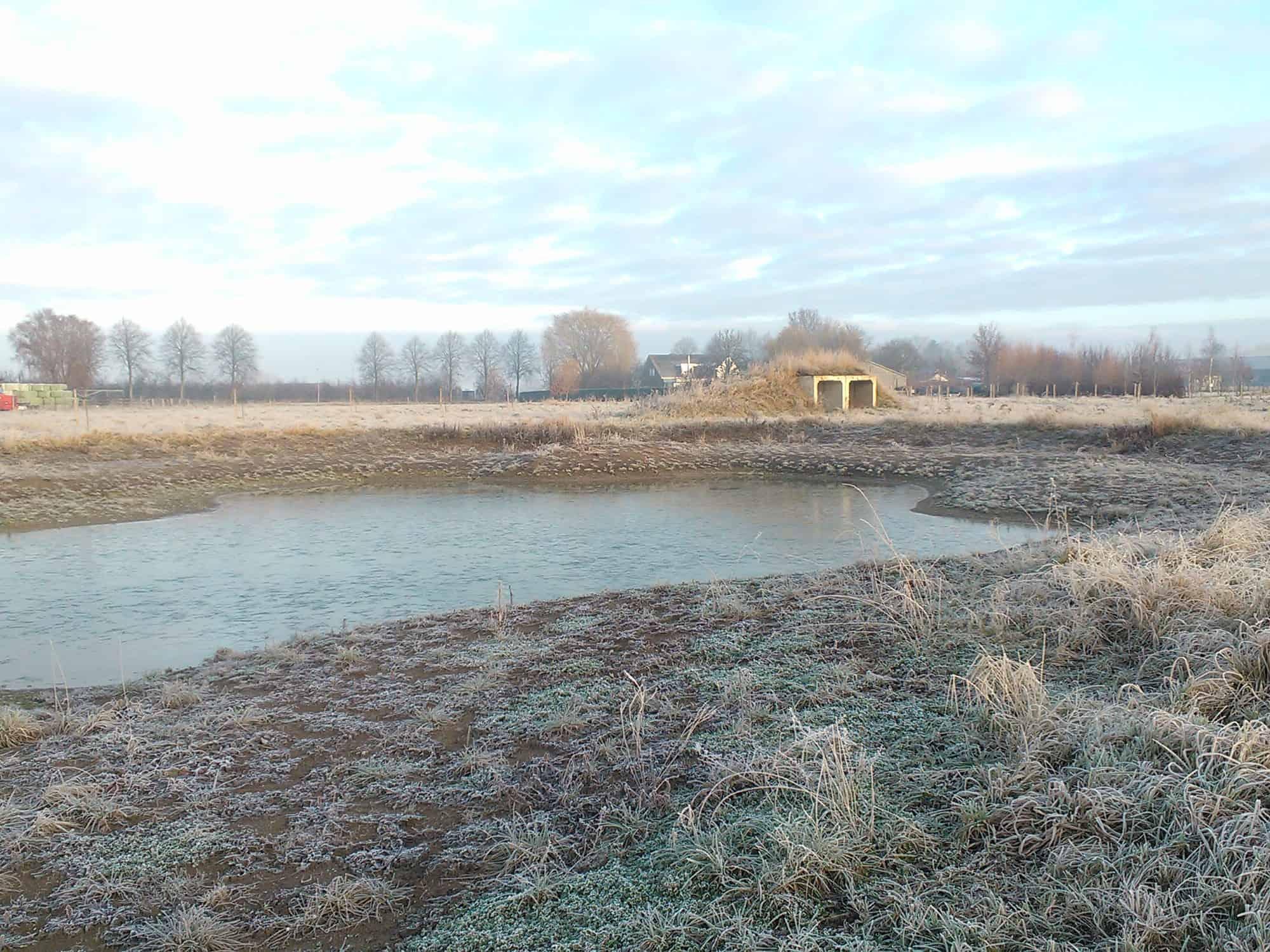 Vijver met schuilhut winter 2016 permacultuur Beusichem